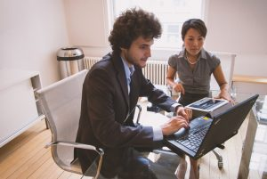 Mitarbeitergespräche sollten gut vorbereitet sein.
